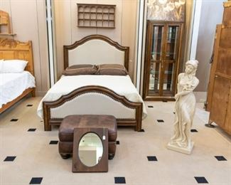 This bed is a 'Hooker' Furniture piece - in excellent condition - looks brand new!