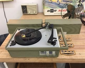 Really cute Arvin vintage record player.