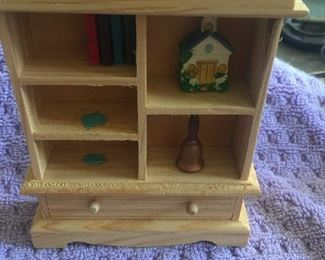 Lots of doll house and miniature items