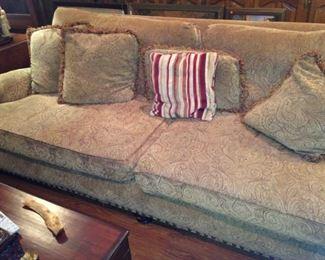 Large 2-cushion sofa