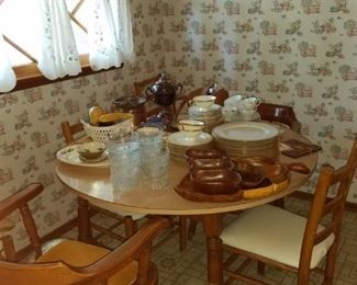 •Mid-Century Country kitchen table and chairs