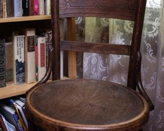 ANTIQUE WOODEN CHAIR WITH CARVING ROUND SEAT