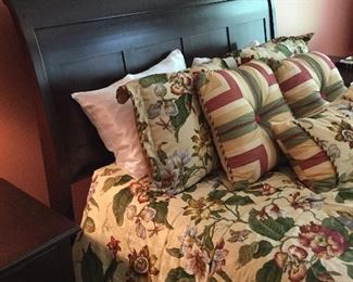Gorgeous bed and linens