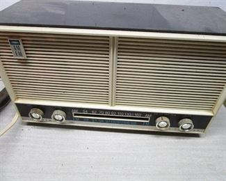 WARDS AM/FM TABLE RADIO