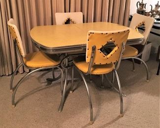 VINTAGE RETRO YELLOW FORMICA TOP CHROME TABLE WITH 4 CHAIRS.