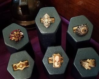Good Gold Rings including Art Deco with diamonds