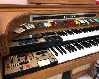 Lowrey Symphonizer organ