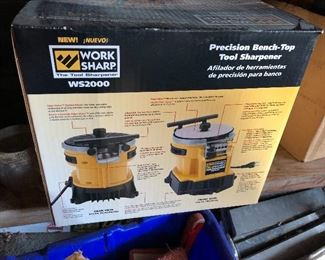 WS2000 Work Sharp Bench Top tool sharpener, new in box