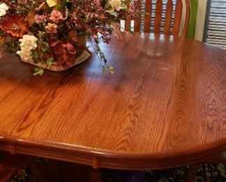 Oak kitchen table w/6 Windsor chairs, floral, rug
