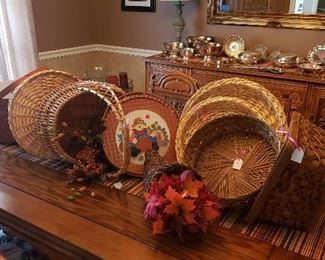 Oak table/chairs/buffet/china cabinet, baskets