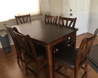 Dining Table w/6 Barstools & extra leaf