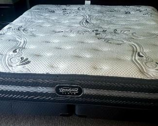 brand New year old never used Beauty Rest KING SIZE MATTRESS
