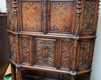 This stunning Jacobean Hutch has two large cupboards to hide away your liquor/wine collection and storage for china crystal etc.