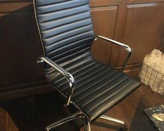 POSSIBLY HERMAN MILLER OFFICE DESK CHAIR