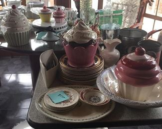lots of kitchenware