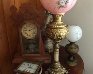 Many lamps and clocks