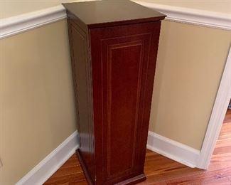 Pedestal storage cupboard
