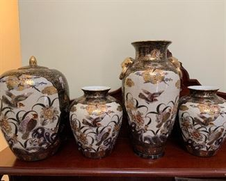 4 pieces of matching  Asian pottery