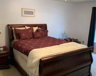 Queen size sleigh bed