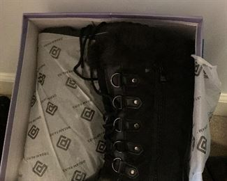 New in box ladies boots