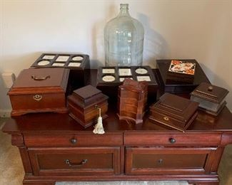 Assorted jewelry boxes