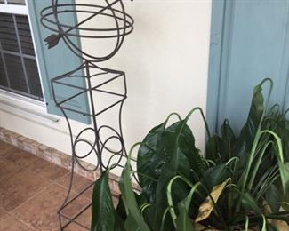 Metal sculpture & plant