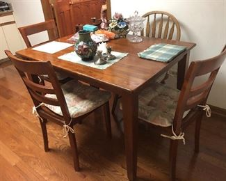 Nice size kitchen table with 4 chairs