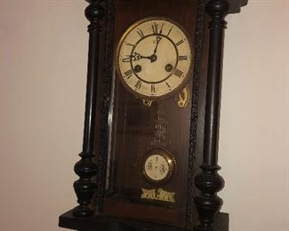 Antique/vintage JUNGHANS German wall clock with key
