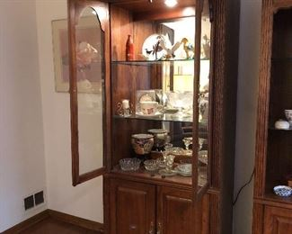 Lighted display cabinet with glass doors