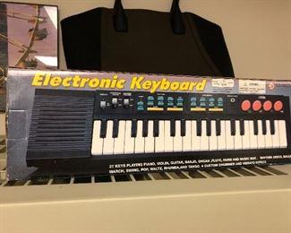 Electronic keyboard, small
