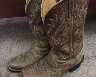 Men's Ariat Heritage Roughstock Boots Good condition. Size 10.5 EE.