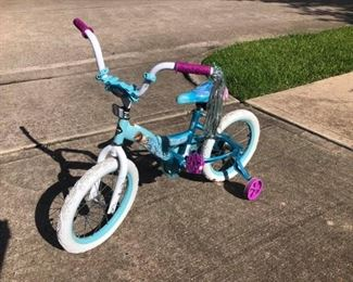 Frozen Girls Bike Like new condition.  THINK CHRISTMAS!