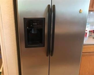 GE Stainless Steel side by side refrigerator Works great!