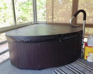 2 Person Hot Tub in Excellent Condition. Price is $1,450.00 FIRM.  There will be no discounts.