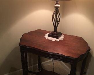 Beautiful solid wood 6 legged table