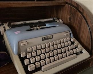 Royal manual typewriter with case