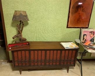 How groovy is this stereo! Lots of record albums too!  Oh, I love this driftwood lamp with velum western shade!