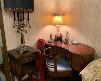 """Beautiful kidney shaped writing desk, desk chai with """"hidden"""" drawer!  Ornately carved side table and unique lamps!"""