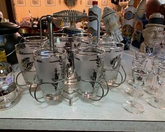 """Beautiful silver leaf pattern set of 8 glasses and ice bucket in carrying rack! Small """"wine"""" glasses!"""