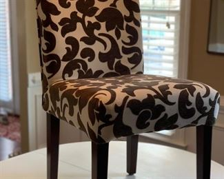 Set of 4 upholstered chairs.