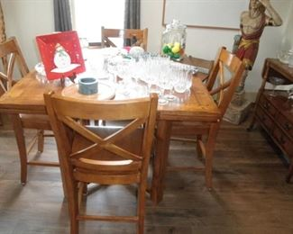 SQUARE EXTENSION TABLE 8 CHAIRS