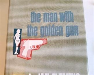 The man with the golden gun by My an Fleming