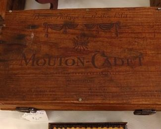 Mouton-Cadet wooden container