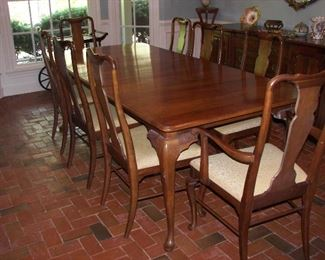 Queen Anne dining table, 8 chairs with leaves and protective pad