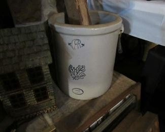 6 gallon Western crock with balers