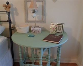 CHALK PAINTED GATE TABLE