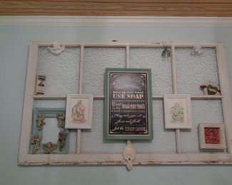 UNIQUE WAY TO HANG OLD PHOTOS AND CARDS USING AN OLD SCREEN