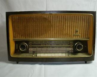 VINTAGE GRUNDIG RADIO MODEL 3262