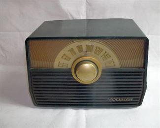 ANTIQUE RCA BAKELITE RADIO