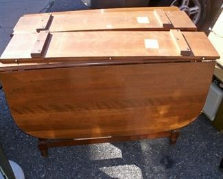 BEAUTIFUL DROP LEAF TABLE W/TWO LEAFS & CHAIRS
